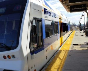 Riverline-train-in-Hamilton-Avenue-800