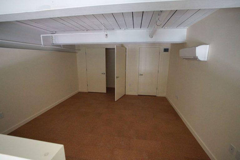 Man I Platform Bedroom